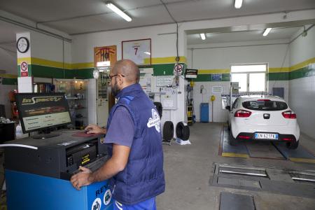 Centro revisione auto e moto, revisione ciclomotori, quadricicli, tricicli e autocarri
